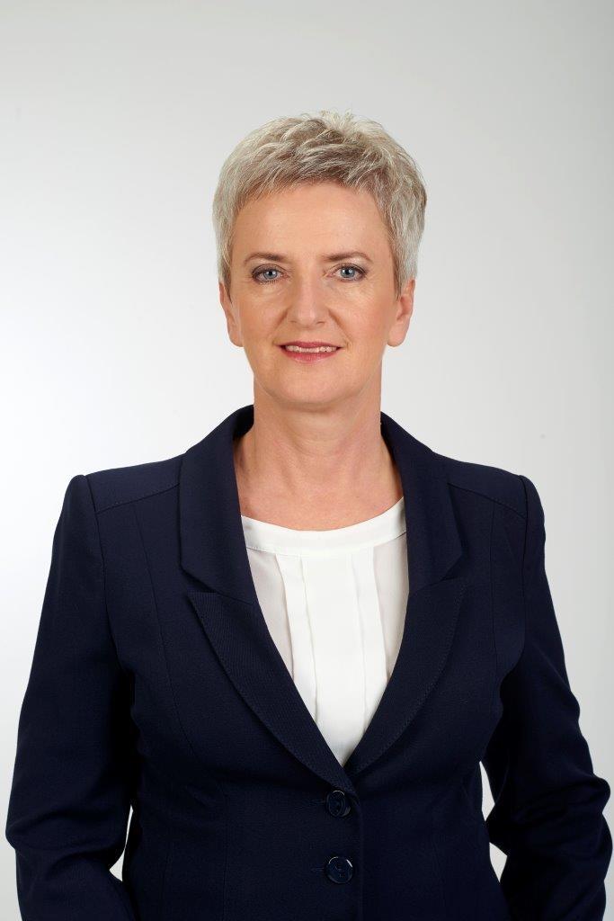 Sabina Nowosielska - Prezydent Miasta Kędzierzyn-Koźle w swoim biurze