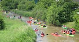 Chwycili za wiosła i posprzątali rzekę